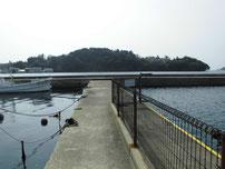 マリーナ萩 左側の波止の写真