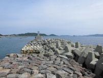 角島 尾山港 外波止 途中のテトラポットの写真