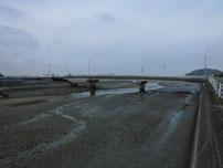 今川河口 江尻川大橋 上流の写真