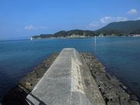 阿川海水浴場 左端 沖田川の写真