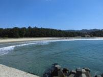 大井漁港 左側砂浜の写真