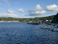 特牛漁港 赤灯台波止付け根付近の写真
