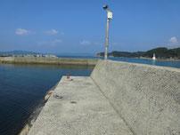 阿川漁港 手前の波止の写真