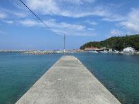 涌田漁港の堤防先端の写真