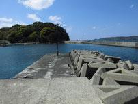 大井浦漁港 右側の波止 先端付近の写真
