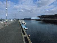 脇ノ浦漁港 右側の護岸 の写真