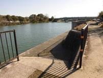 厚狭川橋の右岸 スロープ の写真