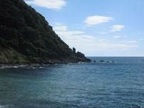 大崎岬方向 地磯 の写真