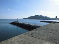 大海漁港 左側の波止・先端石積の波止の写真