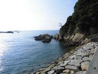 特牛漁港 岩場の写真