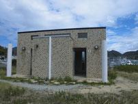 吉母漁港 小波止・トイレの写真