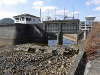 阿知須漁港 水門の写真
