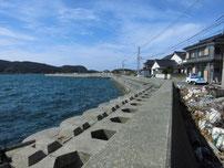 大浦漁港 左側の護岸の写真