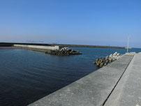 西八田漁港 先端付近・左側の写真