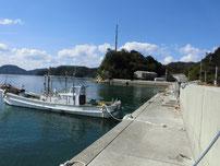 田ノ浦漁港 横の岸壁 波返しの海側