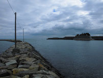 床波漁港 右側の波止