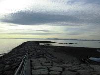 きららビーチ焼野 左側の波止の写真