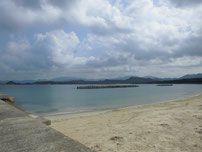 内波止付け根の砂浜