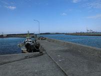 脇ノ浦漁港 右側の波止 の写真