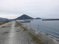 問屋口海岸 左側の護岸 の写真