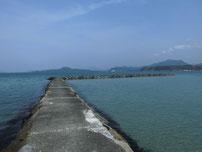 菊ヶ浜海水浴場 左端の波止の写真