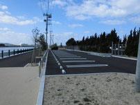 若松運河 埋立地側 駐車場の写真