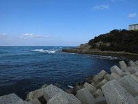 岩屋漁港 右側 地磯の写真