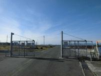 刈屋漁港 漁港のフェンス の写真