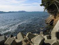 久原漁港 波止の付け根付近の写真