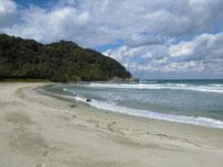 二位の浜海水浴場 左側の写真