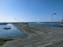 埴生漁港 中波止の写真