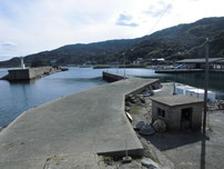 川尻漁港 港内の波止の写真