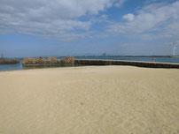 脇田漁港 擬岩の波止 右側の写真
