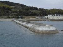 中浦漁港 右側の波止の写真