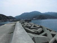 三見漁港 大波止 角から先の写真