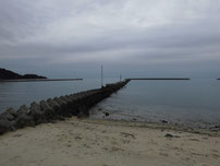 富海海岸 海水浴場 横の波止の写真
