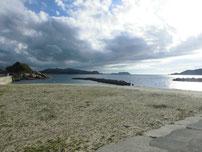 小串漁港 横の砂浜の写真