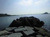 島戸漁港 石積みの波止・先端付近の写真
