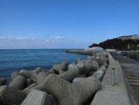 岩屋漁港 外波止の写真