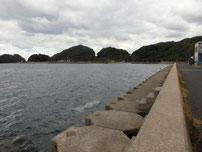 野波瀬 漁港横の護岸 の写真