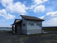 稲童漁港 トイレの写真