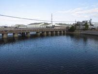 境川河口 上流側の橋 の写真