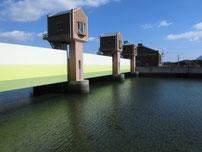 阿知須漁港 堰堤の写真