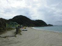 吉母 御崎手前の砂浜の奥の写真