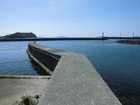 大井漁港 港内の波止の写真