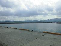 室津下漁港 駐車場横の写真