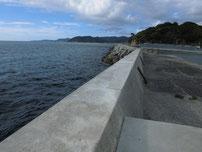 小串漁港 沖側堤防・先端からの写真