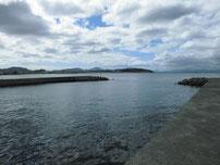 安岡漁港 河口付近の波止の写真
