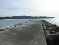土井ヶ浜 右側の波止の写真