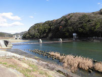 木屋川 吉田河川公園の堰堤の写真